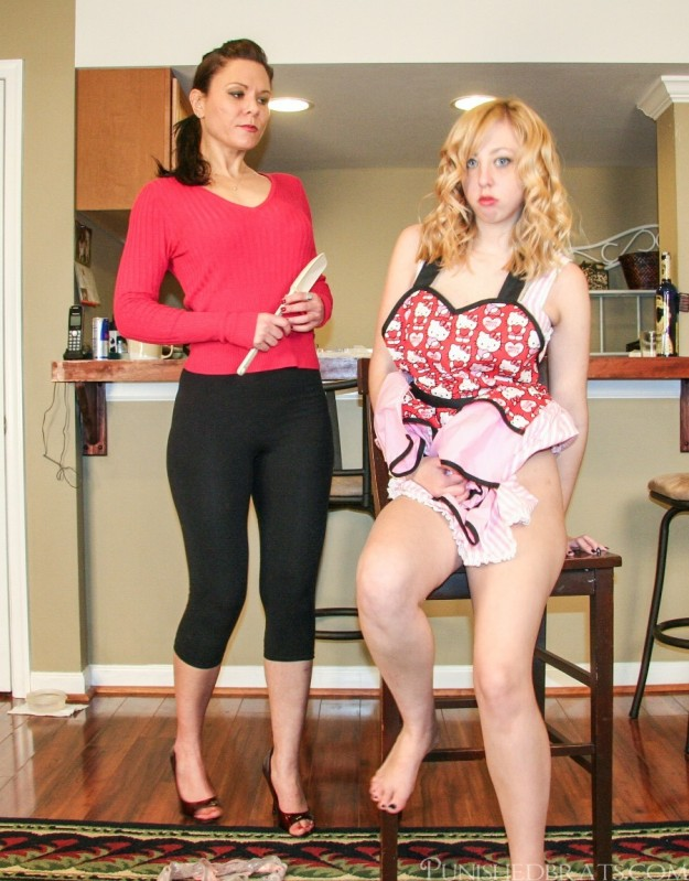 mandie rae spanked by mommy