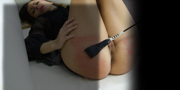 ass spanked and cropped at spankingserver