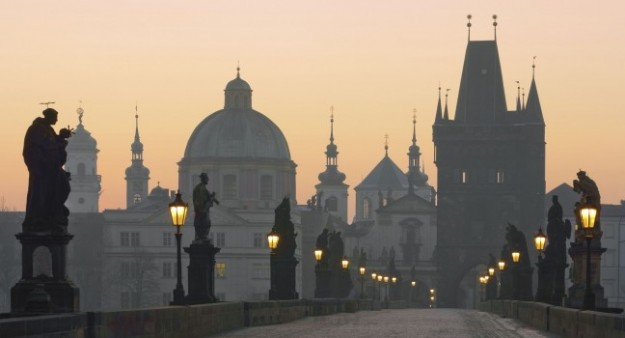 dawn-charles-bridge-prague-czech-republic